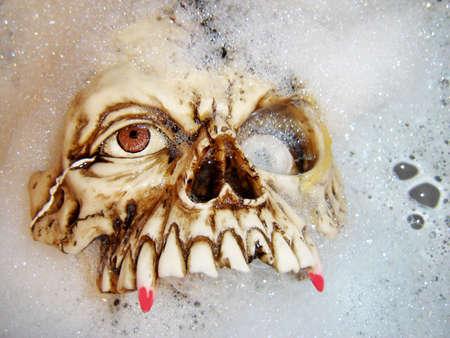 Fake halloween vampire in its bath 版權商用圖片 - 464427