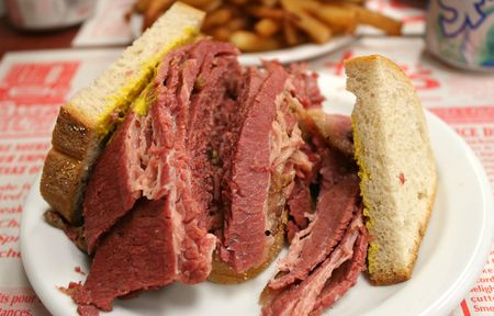 Montreal Smoked meat: Hebrew Delicatessen. It is a emblematic city's cuisine. 版權商用圖片 - 4718099