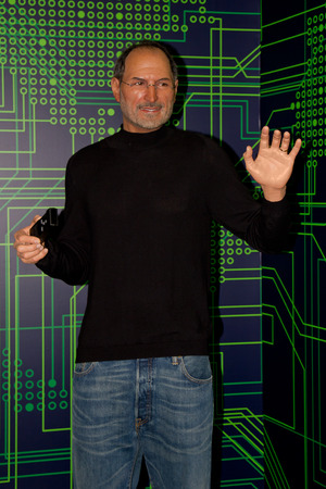 Portrait of Steve Jobs, (Waxwork ) founder of Apple company. This photo was taken at Grevin museum Montreal. It is a private museum of wax inaugurated April 17, 2013 on the 5th level of the Eaton Centre Montreal in the borough of Ville-Marie in Montreal,  版權商用圖片 - 34587711