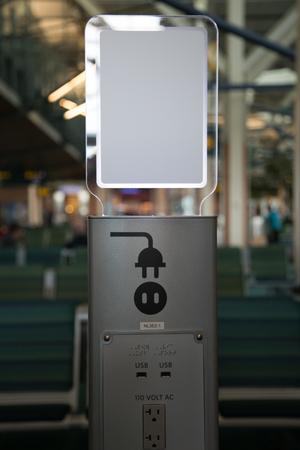 デジタル デバイスの空港の電気ソケット