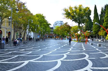 01-11-2018.Baku.Azerbaijan.Busy streets of the autumn city of Baku