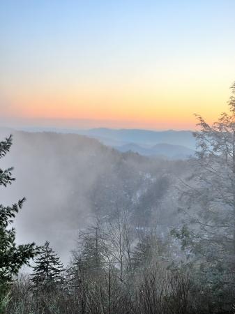 Mist in the Smoky Mountians with Cold Snow Powder Dusk - Portrait 版權商用圖片