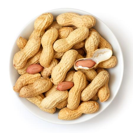 Runde keramische Schale mit Erdnüssen in der Schale. Von oben. Standard-Bild