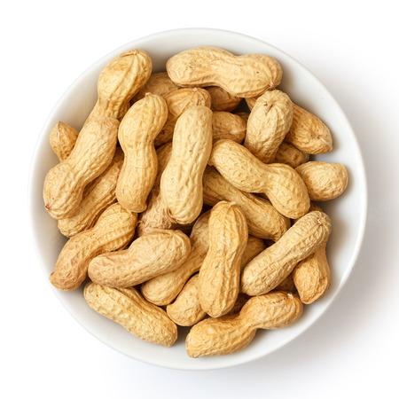cacahuate: Taz�n de cer�mica redondo de cacahuetes con c�scara. Desde arriba. Foto de archivo