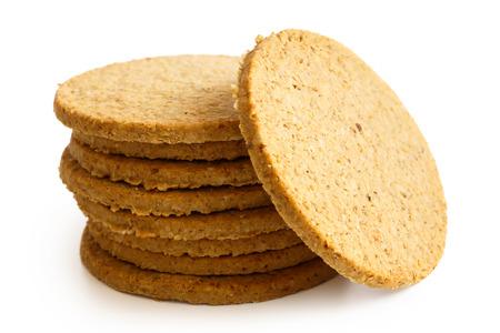 Stapel von Scottish oatcakes isoliert auf weiß.