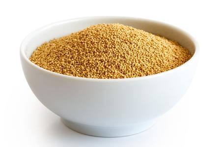 화이트 절연 화이트 도자기 그릇에 아마 란 스 씨앗.