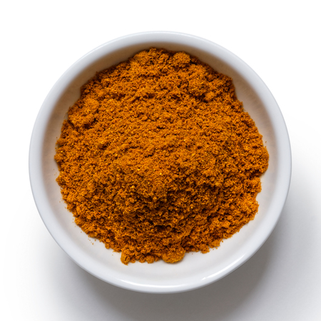 Ground ground masala spice mix in white ceramic bowl isolated on white from above. 版權商用圖片 - 99350523