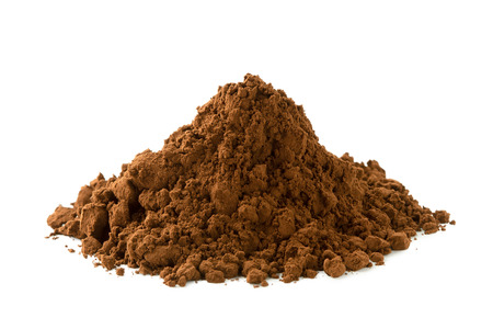 A heap of ground cocoa powder isolated on white. Imagens