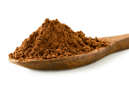Detail of cocoa powder on a wooden spoon isolated on white. Imagens