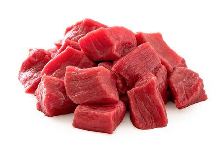 Stapel rundvlees kubussen geïsoleerd op wit. Stockfoto