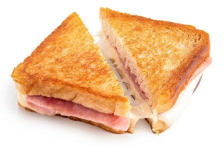Sándwich clásico tostado de queso y jamón cortado por la mitad aislado en blanco. Foto de archivo