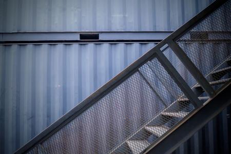 Escalera de la casa contenedor en Tailandia Foto de archivo