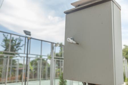 Outdoor elektrische schakelkast in het park Stockfoto - 91699520