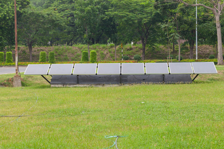 solar cell panel in the park with grass Banque d'images