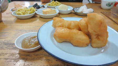 set of tea and dim sum at chinese restaurant style at Phatthalung, Thailand Banque d'images - 111500920