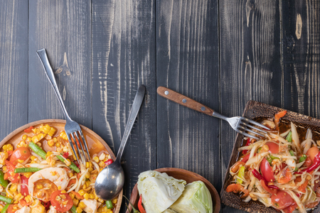corn and papaya salad on wooden plate Thai style Zdjęcie Seryjne