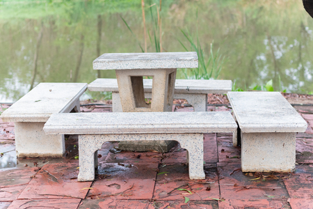 outdoor marble table set near pond at Thailand Banque d'images