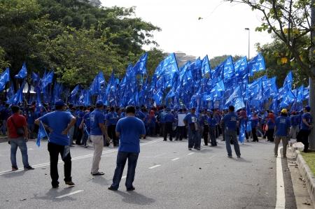 bn: PUTRAJAYA, Malasia-abril 20,2013: Los partidarios de Barisan Nasional (BN) durante el d?nominaci?e candidatos en Putrajaya, Malasia.
