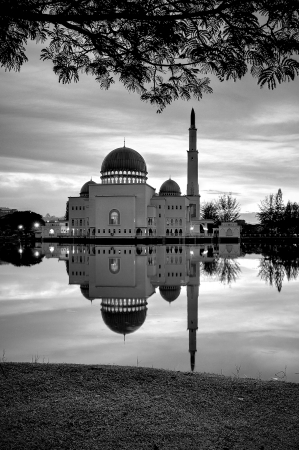 salam: Black and white shot of As Salam Mosque, Puchong, Malaysia