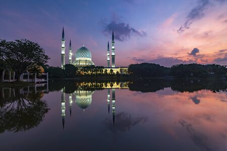 Majestice view of Sultan Salahuddin Abdul Aziz Shah mosque in the morning by the lakeside at Shah Alam, Selangor. Stock Photo