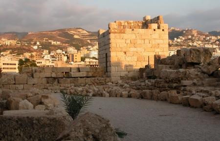 Byblos Schloss in Beirut. Auf der Rückseite ist die Stadt von Beirut. Standard-Bild - 2602528