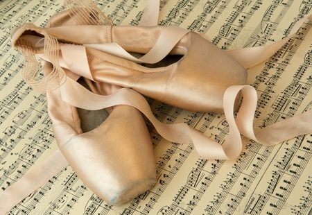 zapatillas de ballet: Par de viejas zapatillas de ballet