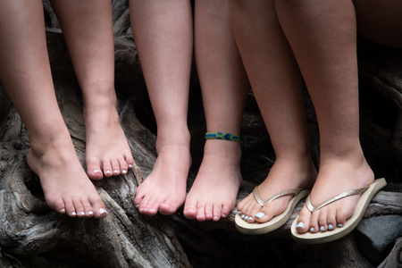 Group of beautiful unrecognized teenage female legs Banque d'images
