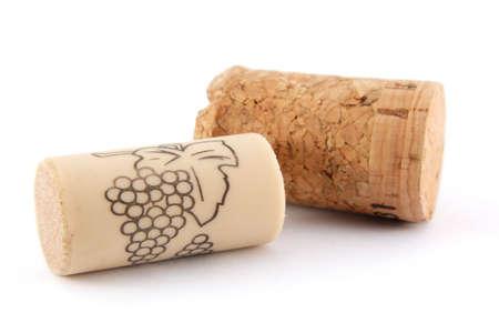 cork: Tapones vinos sobre fondo blanco