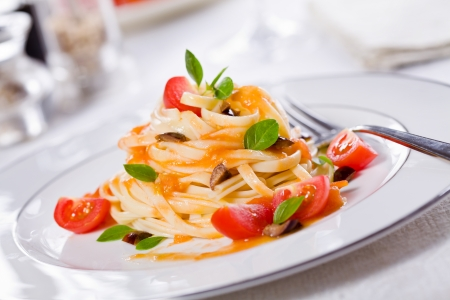 Close up photograph of a fancy pasta meal Standard-Bild