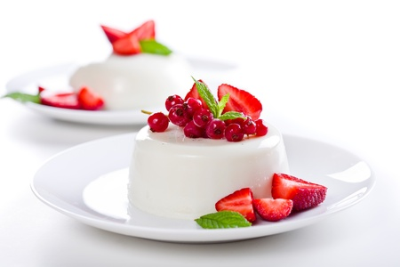 Close up photograph of a tasty panna cotta with red fruits Standard-Bild