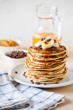Stack of homemade pancakes with fresh fruits Standard-Bild