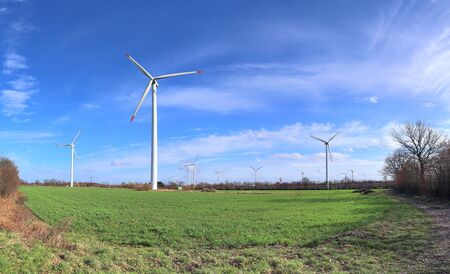 Detailed panorama of wind energy parks in northern germany close to the north sea Imagens