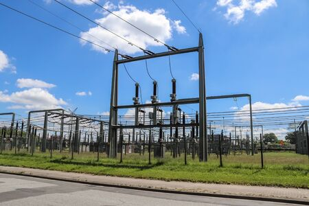 Electrical Transformer. Distribution of electric energy at a big substation with lots power lines Stockfoto