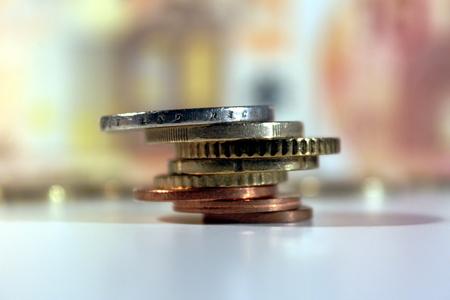 Euro-munten, complete 'familie' of alle acht munten. Gestapeld en close-up. Stockfoto