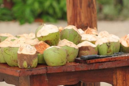 Cocos verdes picados e prontos para beber