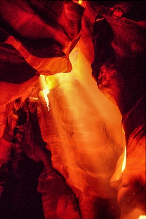 ページ、アリゾナの近くアッパー アンテロープ キャニオンの壮大なトリプル光線