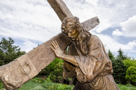 carrying the cross: A detailed, life-size statue of Jesus carrying the cross in the gardens of Thanksgiving Point in Sandy, Utah.