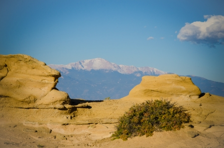 Unique view of Pikes Peak framed by sandstone formations near Coral Bluffs area east of Colorado Springs on a beautiful, clear Octber morning  Stok Fotoğraf