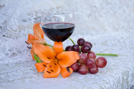 cabernet sauvignon: Grapes, lilly and Cabernet Sauvignon on lace
