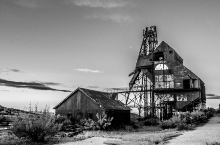 歴史的な Theresea 鉱山、ビクター、コロラド州の黒と白の写真 写真素材
