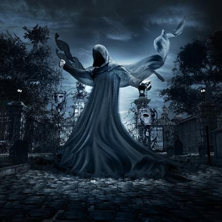 Nacht scène met donkere engel dansen op de begraafplaats Stockfoto
