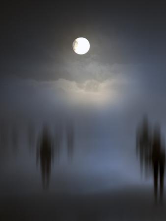 Des entités diffuses fantasmagoriques qui marchent. Autres versions dans mon portfolio. Banque d'images