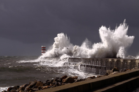 Big stormy waves over a pier and lighthouse, Porto, Portugal Archivio Fotografico