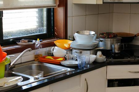 昼食後汚れたキッチン
