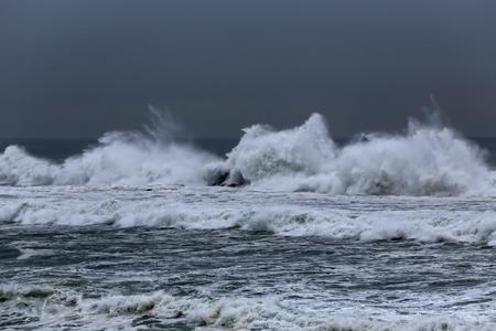 breaking in: Long waves breaking in the portuguese coast