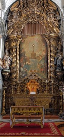 fraternidad: Altar de Iglesia de San Nicolás (orfebres hermandad casa), Porto, Portugal.
