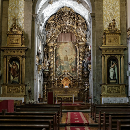 the eighteenth: Porto, Portugal - March 4, 2015: Altar of St. Nicholas Church, goldsmiths brotherhood home. Church from XVII century, rebuilt in the eighteenth century. Neoclassical and baroque style. Editorial