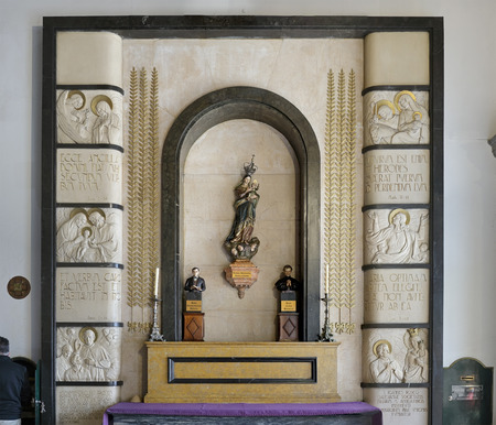 senhora: Porto, Portugal - March 23, 2015: Small side niche of the church Santo Antonio dos Congregados with the images of Our Lady Help of Christians with baby Jesus in her arms, Saint Dominic Savio and St. John Bosco. High ISO photo.