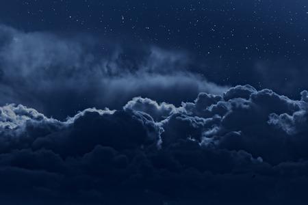 夜空の星と上から見られる強い雲