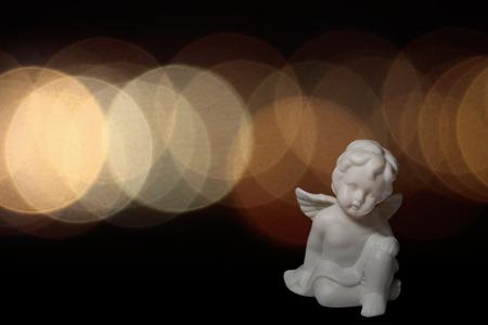 ange gardien: Anges de No�l contre un fond arrondi.